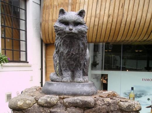 Памятник кошке Таузер, Крифф, Великобритания